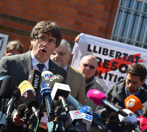 puigdemont sale de prisi n y exige la liberaci n 39 inmediata 39 de su govern. Black Bedroom Furniture Sets. Home Design Ideas